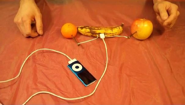 pukar_tech_charge_ipod_with_fruit